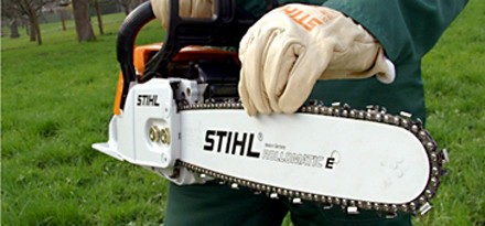 Chain side tensioning in 15 easy steps stihl stihl step 14 of 15 then check that you have not overtightened the chain pull greentooth Gallery