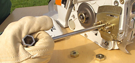 Chain side tensioning in 15 easy steps stihl stihl step 3 of 15 turn the chain tensioner to the rear anti clockwise keyboard keysfo Image collections