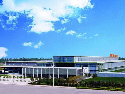 The plant extension at STIHL Qindao, China, uses ultramodern technologies for sustainable building design.