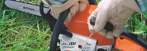 Starting a STIHL chain saw